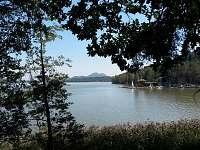 Pohled na letní jezero - chata k pronajmutí Staré Splavy