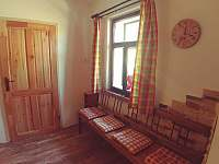 Společenská místnost - chalupa k pronajmutí Komárov