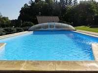 Venkovní bazén společný pro Bílou a Hnědou chatu - k pronajmutí Březka
