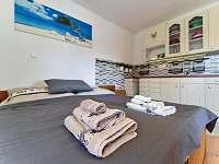 Ložnice s manželskou postelí - apartmán ubytování Jičín