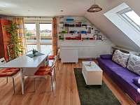 Obývací pokoj s rozkládací pohovkou - Jičín