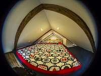 Apartman Basco - Mezonetová ložnice - pronájem Malá Skála