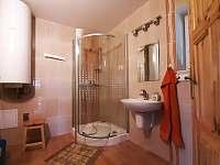 Koupelna 1.NP - pronájem chalupy Karlovice-Roudný