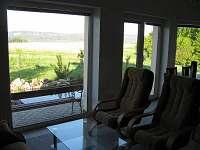 Výhled z obýváku - chalupa ubytování Karlovice-Roudný