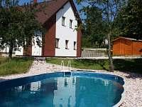 Pohled od bazénu - chata k pronájmu Žďár u Mnichova Hradiště