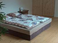 1.ložnice v podkroví - pronájem chalupy Nadslav