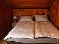 1. pokoj s manželskou postelí - chata k pronajmutí Branžež