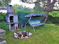 Houpačka, ohniště, gril, udírna - chata ubytování Branžež