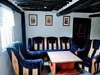 sezení hlavní místnost (2 přistýlky pro děti na pohovce) - Benešov u Semil