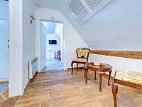 horní chodba - vila ubytování Lázně Bělohrad
