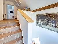schodiště - vila k pronájmu Lázně Bělohrad