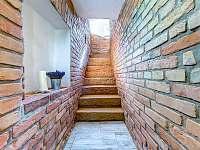 schodiště do suterénu - Lázně Bělohrad