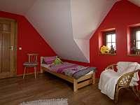 Detail červené ložnice - Lomnice nad Popelkou - Černá