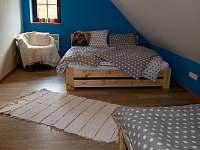 Modrá ložnice s oknem na jih - Lomnice nad Popelkou - Černá