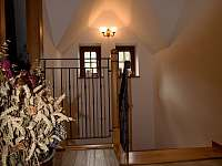 Schodiště do patra s kovaným zábradlím - Lomnice nad Popelkou - Černá
