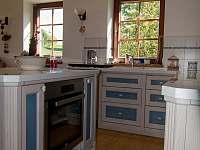 Varná deska, horkovzdušná trouba, myčka nádobí, kávovar - chalupa k pronajmutí Lomnice nad Popelkou - Černá