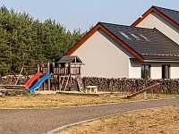 dětské hřiště v areálu - Sychrov - Vrchovina