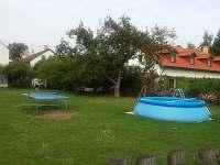 bazén se stolním tenisem - chalupa k pronájmu Ploukonice