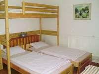 spaní v apartmánu - chalupa k pronájmu Ploukonice