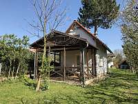 Malý domek s posezením - Dětenice