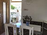 Velký domek - jídelní kout v kuchyni - chalupa ubytování Dětenice