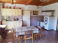 Kuchyně v přízemí - chalupa k pronajmutí Rovensko pod Troskami - Václaví