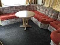 Obývací prostor - chatky k pronájmu Drštěkryje
