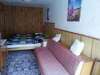 2. ložnice (1x dvojlůžko, 1x samostatná postel)