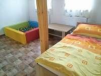 Samostatná postel v patře