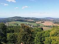 Pohled ze zříceniny Kumburk na Žďár - chalupa k pronajmutí