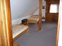ložnice v podkroví - chalupa k pronajmutí Žernov