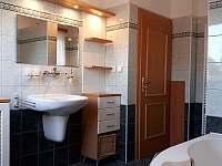 Koupelna v patře u pokojů - Březina