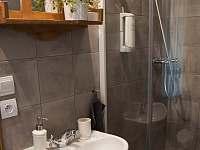 Koupelna v pokoji č.1 - chalupa k pronajmutí Nová Ves nad Popelkou
