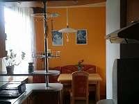 jídelní kout foto2 - chalupa ubytování Koberovy