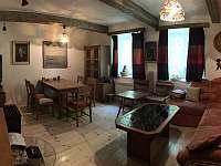 Obývací pokoj - chalupa k pronájmu Chuchelna