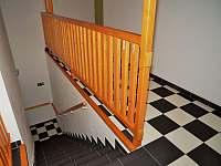 Stupná Hoeve - schodiště do prvního patra - Vidochov - Stupná