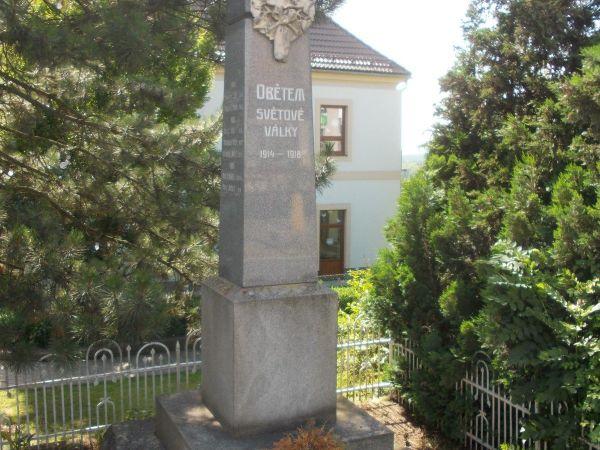 Bílý Újezd - kostol Premenenia Pána so zvonicou