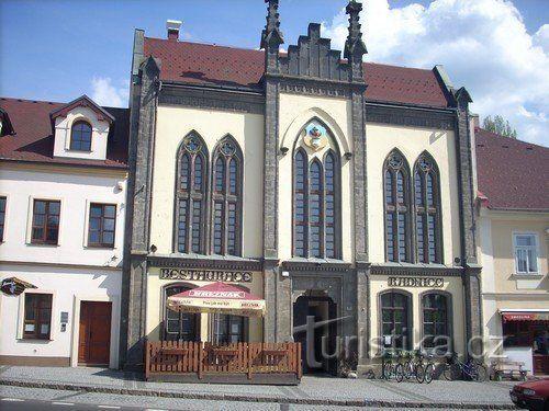 Budova restaurace radnice ve Chřibské