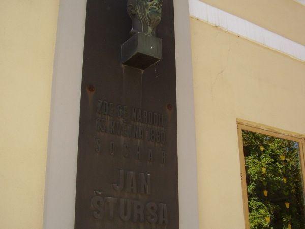 Do Nového Města na Moravě za sochařem Janem Štursou