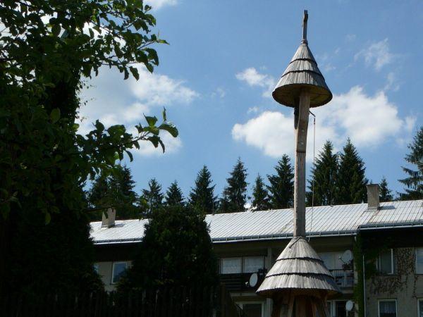 Dřevěná zvonice ve Starých Hamrech na Samčance