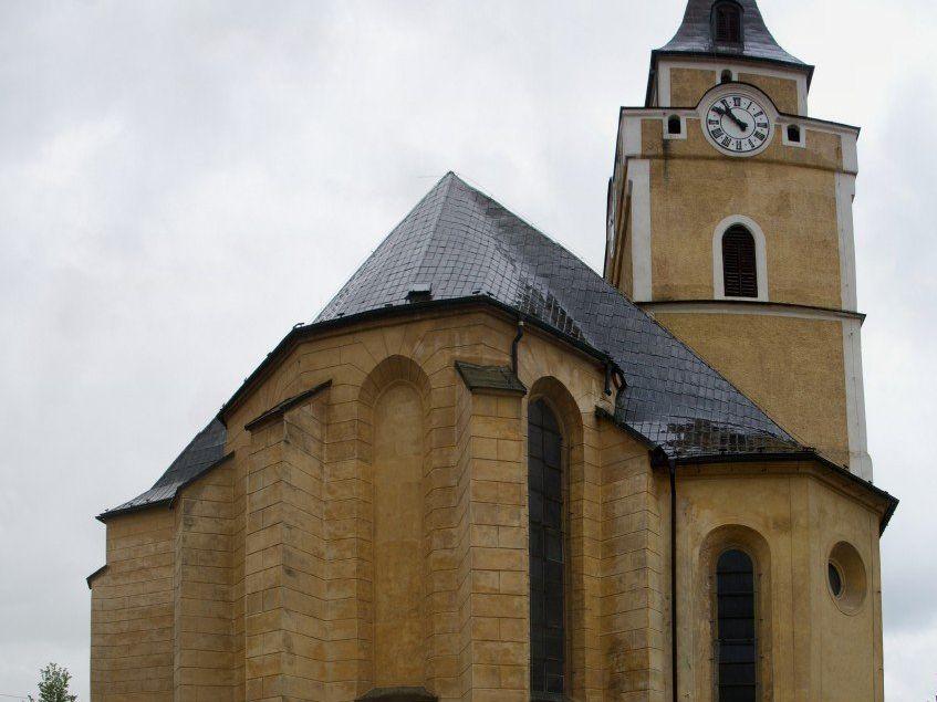 Frýdlant (v Čechách) - kostel Nalezení sv. Kříže