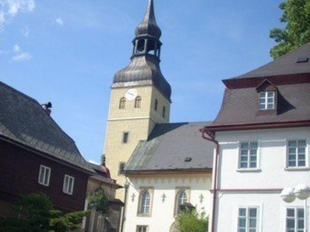 Gotický kostel sv.Jiří ve Chřibské
