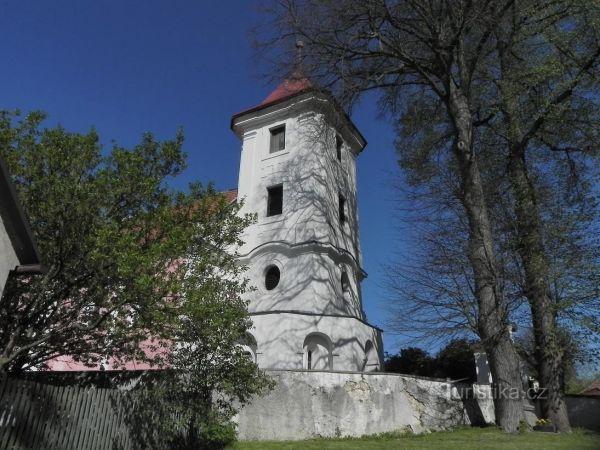 Kostel sv. Filipa a Jakuba v Těchonicích.