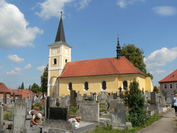 Kostel sv. Martina ve Střelských Hošticích.