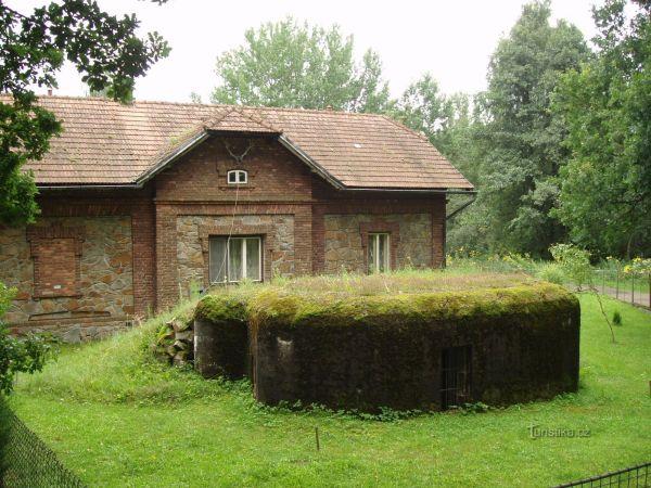 """Lehké opevnění """"ŘOPÍK"""" v zahrádce  hájovny  v lokalitě  Purkrabí u Chlumu u Třeboně"""