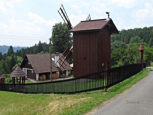 Medůvka - samota s větrným mlýnem