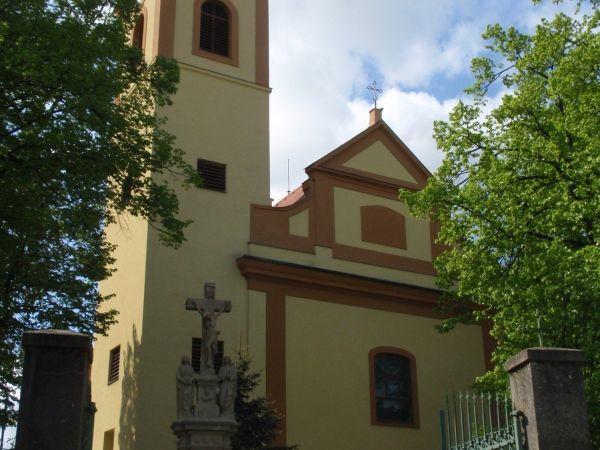 Moravská Nová Ves - kostel a sochy