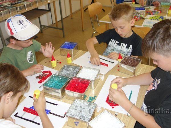 Muzeum výroby korálků,ukázka výroby, kreativní dílničky pro děti