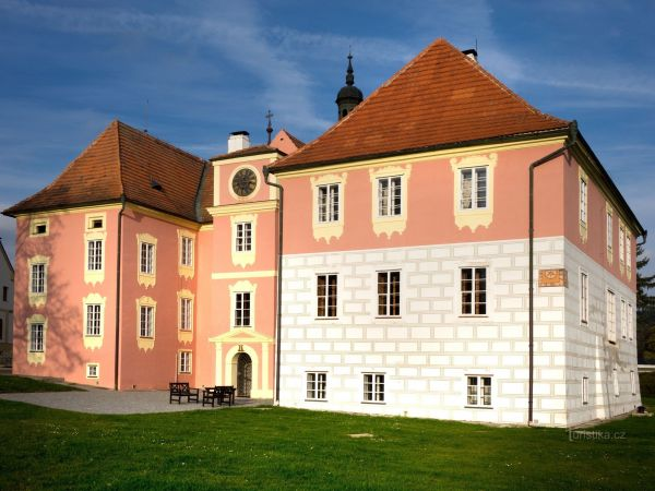 Nově otevřený zámek Mitrowicz v Kolodějích nad Lužnicí