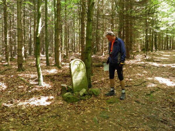 Pamětní kámen (Křížový kámen) na naučné stezce Otokara Březiny